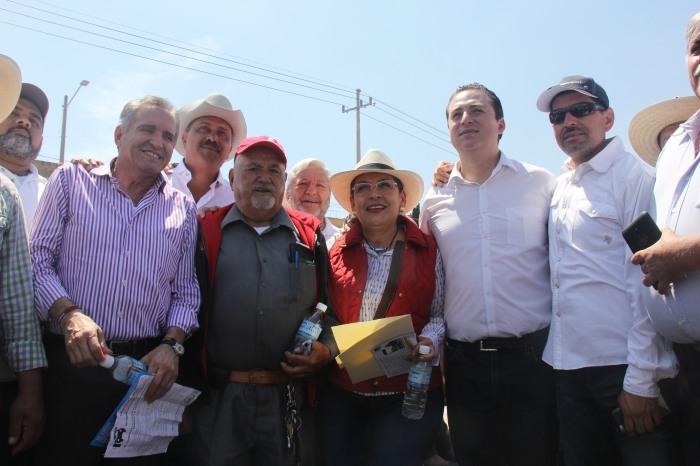 Diputados locales acudieron a la manifestación  en contra de la caseta en el kilómetro 2 de la autopista a Guadalajara