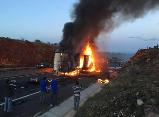 Choque de Tráilers en la autopista Guadalajara-Zapotlanejo