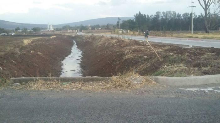 Autoridades municipales realizan trabajos de limpieza y desazolve para prevenir inundaciones