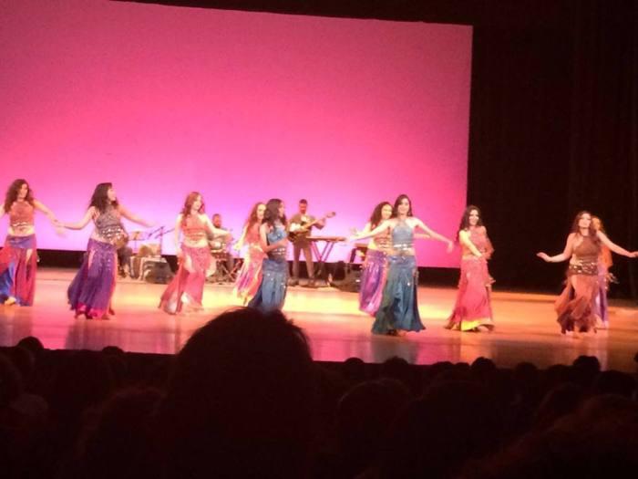 El taller de danza oriental se imparte en Casa de la Cultura de Zapotlanejo. (Foto: Cortesía).
