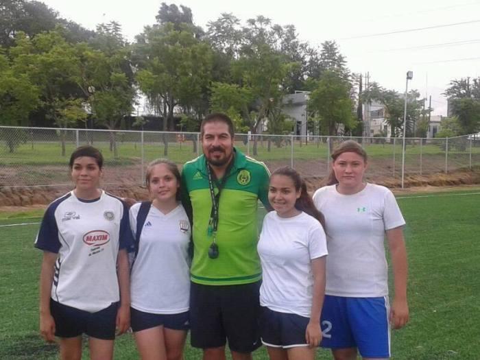 De izquierda a derecha: Anahí García, Melany Olivarez, José Padilla, Samary Salinas y Sarahí Gomez
