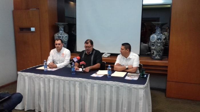 Héctor Álvarez ofreció una conferencia de prensa para anunciar las demandas de juicio político