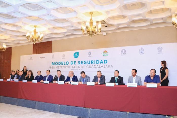 Firman Gobernador y nueve alcaldes metropolitanos el Acuerdo Marco en materia de seguridad con lo que se oficializa la puesta en marcha de la FUM y la AMS. (Foto: Cortesía).