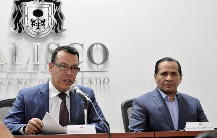 Roberto López Lara y el Fiscal Eduardo Almaguer, en conferencia de prensa (Foto: Cortesía)