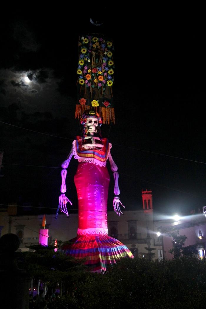 La Catrina de este año mide 40 metros de altura (Foto: Cuarto Poder)